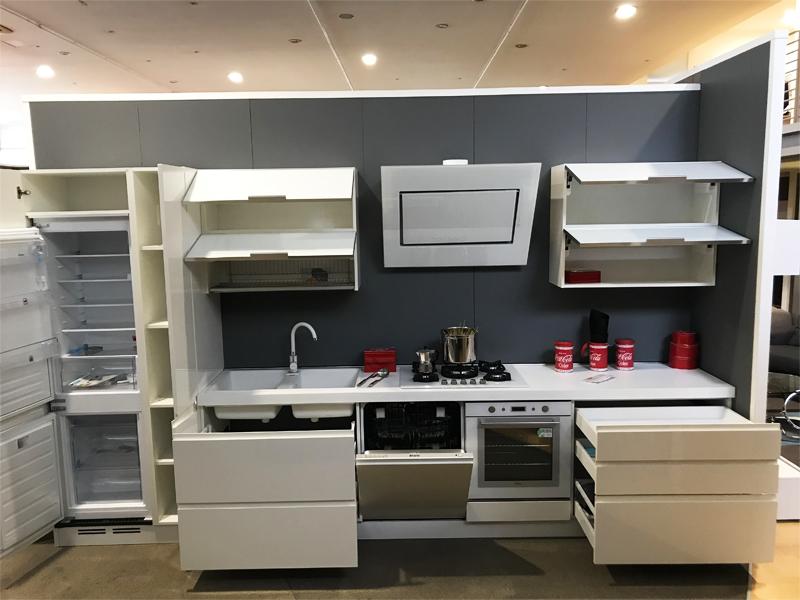 Cucina lineare lunghezza 390 cm for Cucina lineare offerta