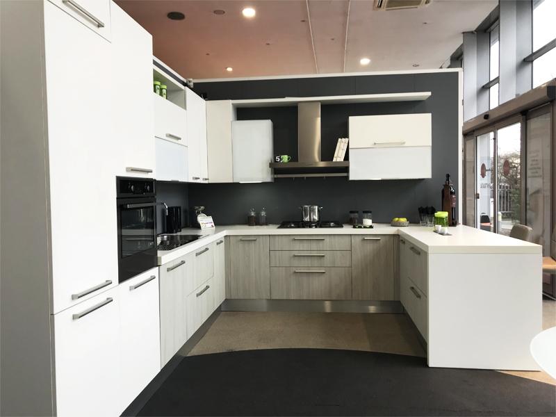 Cucina a doppio angolo con penisola arredamento mobili - Cucina doppio angolo ...