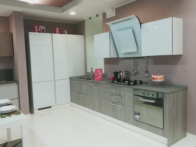 Cucina ad angolo Rovere e Bianca | Arredamento Mobili ...