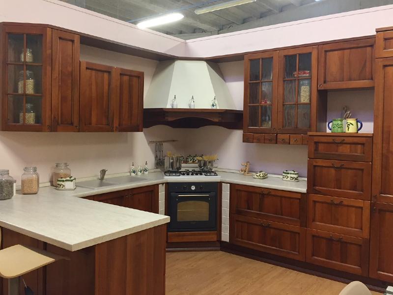 Cucina doppio angolo classica noce | Arredamento Mobili ...
