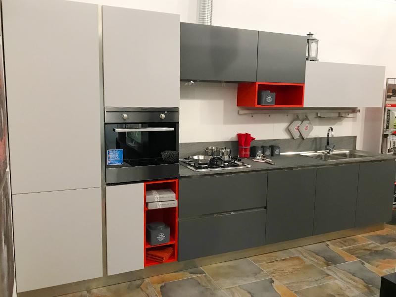 Cucina lineare con zona living   Arredamento Mobili ArredissimA
