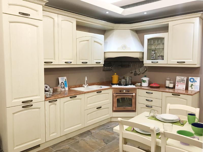 Cucina lineare con zona living | Arredamento Mobili ArredissimA
