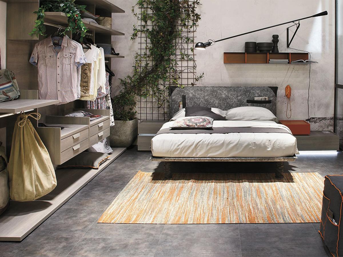 Camera moderna con cabina armadio e inserti in pelle for Mobili camera letto