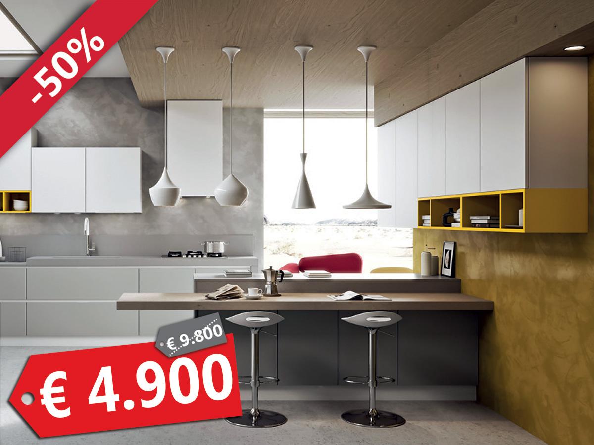 Cucina con penisola sottocosto arredamento mobili for Cucine sottocosto