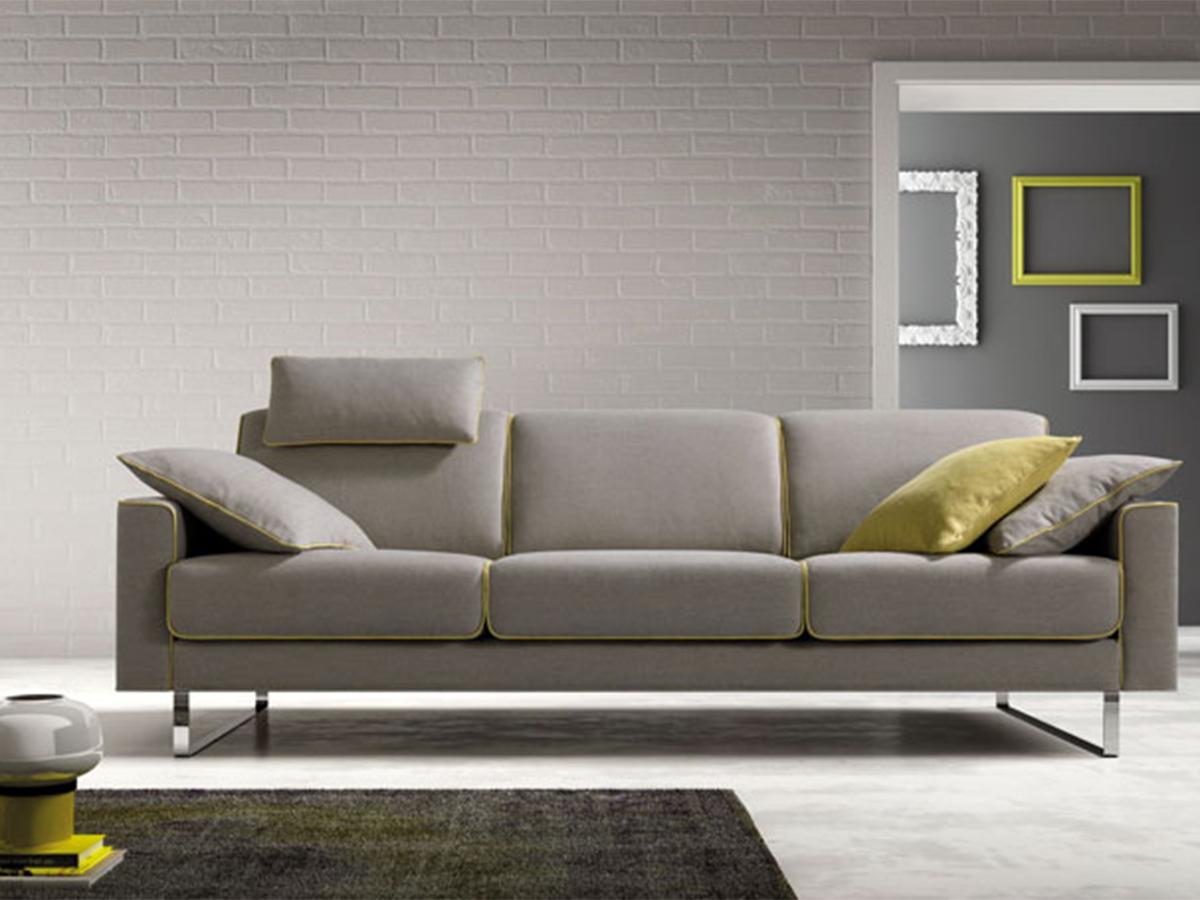 Divano salotto con piedino metallo arredamento mobili for Armadi per salotti